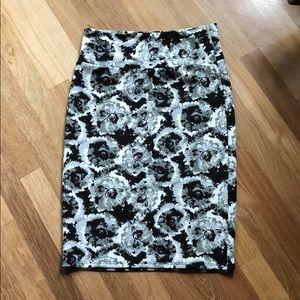 LulaRoe Cassy, black and white skirt.